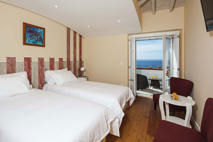 Deluxe Room Balcony Frontal Sea View | Suite Praia Grande