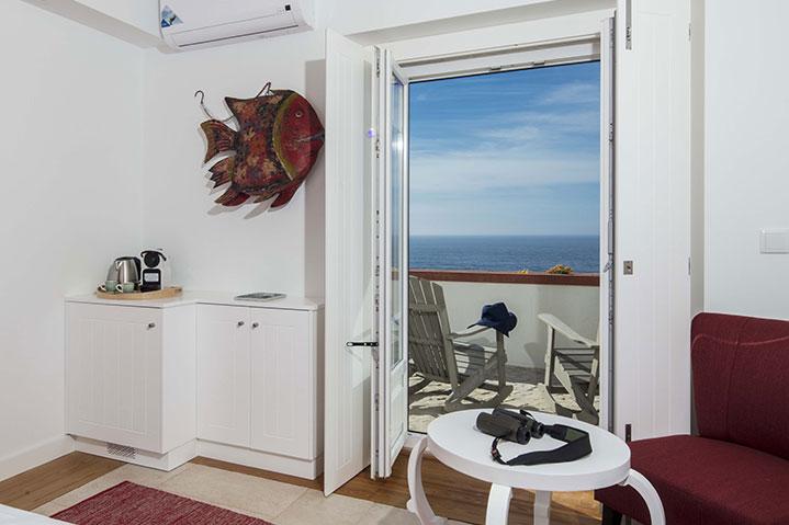 Deluxe Room Balcony Frontal Sea View | Suite Praia das Maçãs